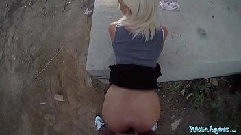 Se Fute Cu O Blonda In Public Pentru Ca Pizda Ei E Ce Ii Trebuie
