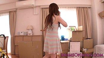 [Xvideos][人妻]関西弁の可愛い人妻の色気に我慢できずハメる!