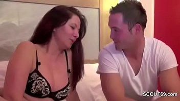 Doua Mature Cu Un Elev Porno Sex Cu O Matura Are Un Iubit Tanar