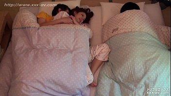 แอบเย็ดกันกลางดึกน้องเมียมานอนด้วยต้องเย็ดเบาเดี๋ยวเธอตื่น-35 Min