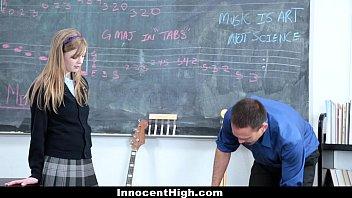 Nu Prea Doreste Sa Si O Traga Cu Profesorul Pentru O Nota Mai Mare