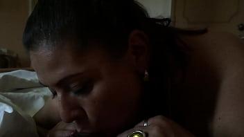 Gordita infiel se escapa de su casa para mamármela en el hotel
