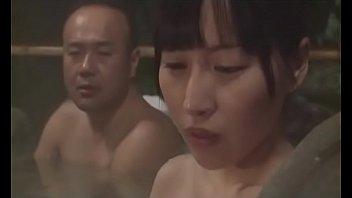 混浴温泉で夫以外の男性に身体を奪われる巨乳人妻