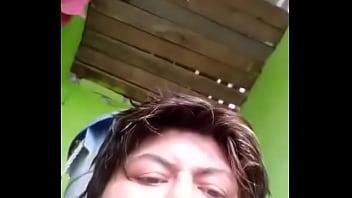 Madura masturbandose en el baño video-1493107362