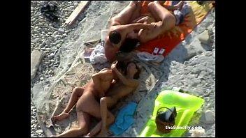 Секс с сисястой на берегу