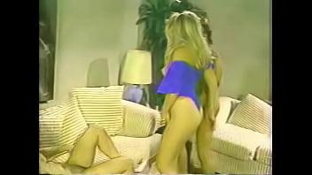 Armazém vídeos pornô Two HOT hermaphrodites suck, fuck and masturbate with their muscular boyfriend quente 2018