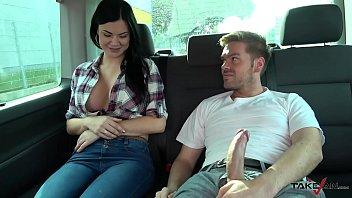Ryan Convinge O Bruneta Inocenta Sa Faca Sex In Masina
