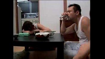 พี่เขยสุดแสบกับน้องเมียร่านหี มอมเหล้าเมียจนเมาแอบมาเย็ดกันหน้าห้อง เว็บคลิปสาวใหญ่