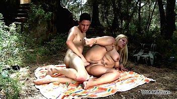 Xxx Porno Cu Sora Intre Tite Blonda Fututa De Un Amator Pulos