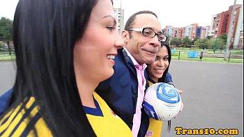 Duas travestis colombianas transando com o americano