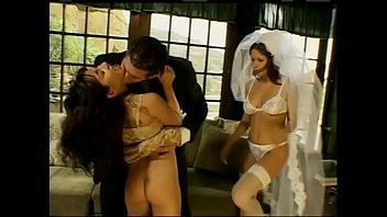xxarxx تتمتع العروس الجديدة بالمرح مع ضيوفها