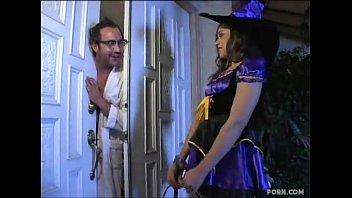 Fata Umbla De Halloween Si Bate La Fiecare Usa Si Cu Fiecare Se Fute Xxx