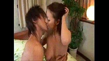 【巨乳】クンニでマ○コを濡らされたお返しにフェラチオしてあげる淫乱巨乳熟女