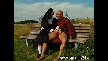 thumb Junge Geile Nonne Diana Auf Parkbank Gefickt