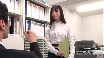母校の教育実習に行き、あこがれの男性教諭を誘惑する女子大生