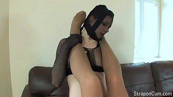 Threesome Lesbian Strapon Fucking