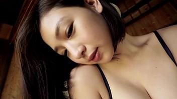【着エロ】 めっちゃかわいい人妻系の巨乳お姉さんが下着姿で悩殺ショットを連発するイメージビデオ♪