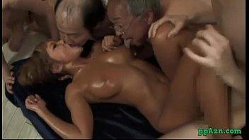 【3人以上】キモいオッサン達に乳首を愛撫されながらファックされてザーメンを舌に受け止める爆乳黒ギャル