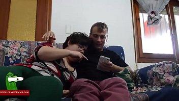 Cotolengos teniendo sexo en el sofa gui00170