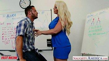 cover video Blonde Mom Alura Jenson Fuck A Big Shaft