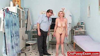 xxarxx Unshaved twat mother Tamara embarrassing doctor examination