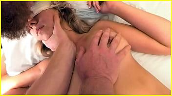 ホテルに呼ばれたマッサージ師が女性に性感マッサージを施し逝かせます
