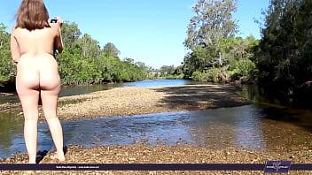 Голая на берегу реки
