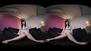 VRで楽しむ巨乳美女の潮吹きオナニー