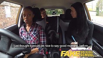 Девушки с большими сиськами за рулем