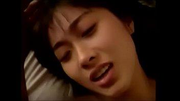 【フェラ】激しくマ○コを突かれて喘ぎながらイッちゃう巨乳美女にザーメン乳射