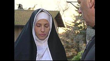 Download video bokep Dua biarawati menghibur seorang saudara perempuan tapi dia tidak tahu mereka adalah dua hiasan horny Mp4 gratis