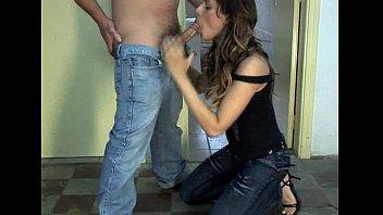 xxarxx خنثى لطيف مارس الجنس لطيف في المرحاض