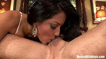 Sweet hot chick Kiara Mia giving her pussy
