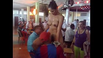 Striptease de una chola en el chongo