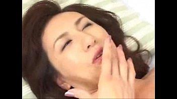【フェラ】オッパイ吸われたお返しにちん○ん舐めてあげる淫乱巨乳熟女