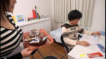 巨乳家庭教師のオッパイを揉みまくり|日本人動画の画像