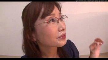 【フェラ】巨乳お姉さんが眼鏡に大量射精されながらお掃除フェラチオ♪