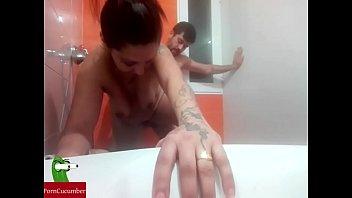 Pegándole una buena follada a la putita gitana en la ducha con spycam gui87
