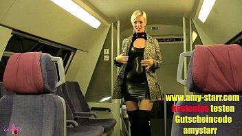 LATEXFOTZE MITTEN IM ZUG GEFICKT CREAMPIE!!! | Video Make Love