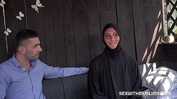 Calugarica Sexi Fututa De Un Barbat Afacerist
