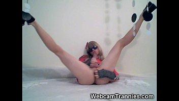 Long legged tranny on cam!