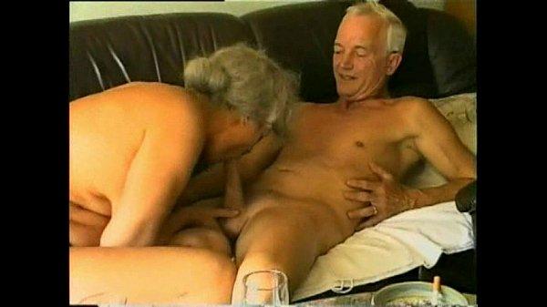 Старая парочка и молодая парочка ебутся