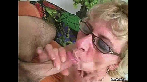 Бабушка пышечка любит трахаться с внуком