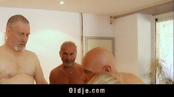 Порно видео блондинка с дедом