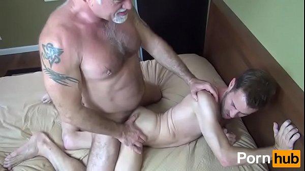 Порно молодые ипожелые геи