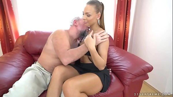 Filme Online Porno Xxx Cu O Tanara Sexy Fututa De Bunicul Batran