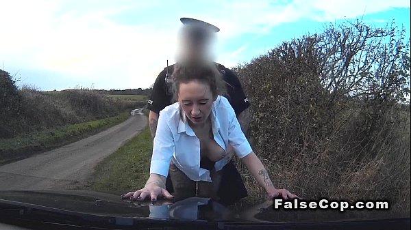 Сексуальная женщина полицейский в кино