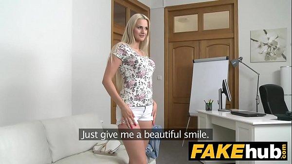 Порно онлайн заебал блондинку до слез