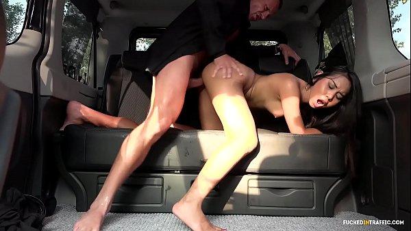 Трахнул в машине порно онлайн