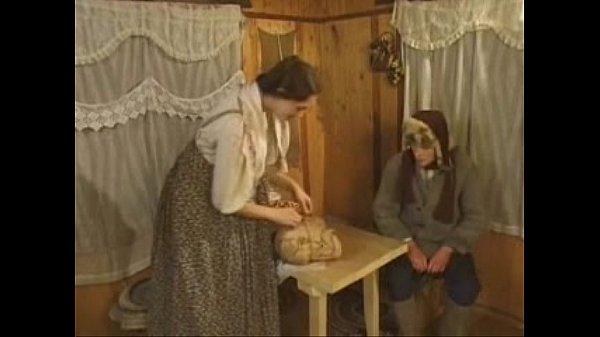 Паренек трахнул русскую девушку на пару с другом